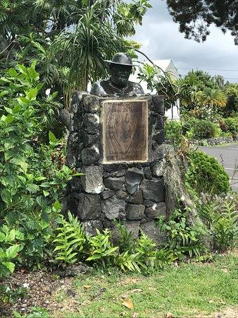 Honaunau, HI: Father Damien statue