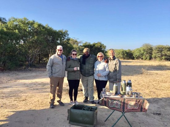 Kapama River Lodge: Coffee in the bush during our morning safari drive with our tracker and guide. Just fantastic !