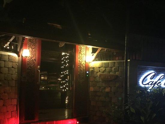 Cafe des Amis : Entrance.