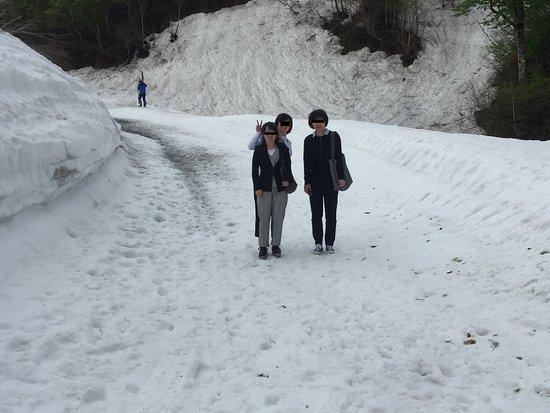 Yamagata Prefecture, Japan: リフトに向かう登り部分。