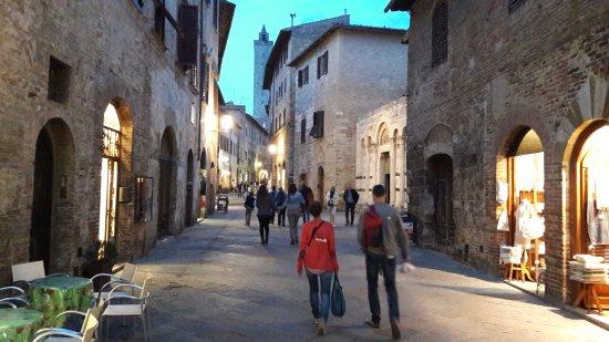 rua principal de san gimignano - picture of hotel bel soggiorno ... - Hotel Bel Soggiorno San Gimignano Tripadvisor 2