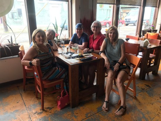 Mais Arepas: Great food, great friends, great time!
