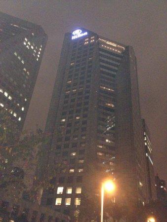 Hilton Sao Paulo Morumbi: Da Marginal Pinheiro já se vê o hotel.