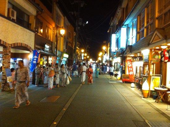 Yamatoya: 当館玄関から見た温泉街。いちばんの繁華街に面しております。