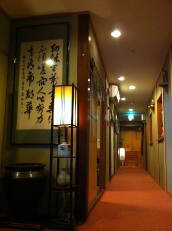 Yamatoya: 2階廊下。全館全室で無料WIFIがご利用いただけます。