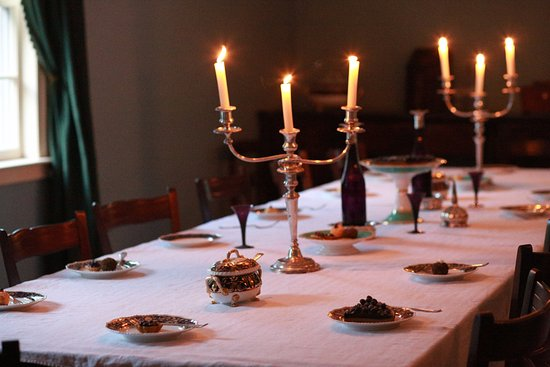 Commissariat House: table display inside the dining area