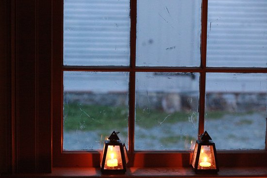 Commissariat House: candle lights by the window