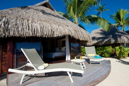 Manava Beach Resort & Spa - Moorea : Manava Beach Resort & Spa Moorea - Beach Bungalow terrace
