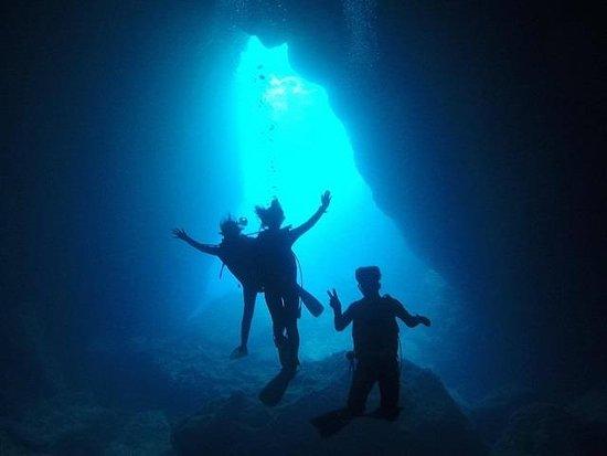The Grotto Foto