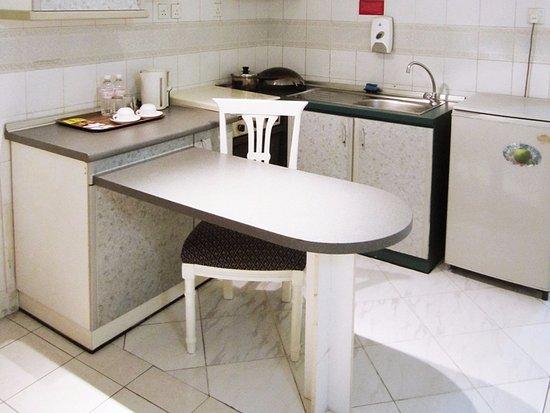 Promenade Hotel Apartments: Kitchen Facilities