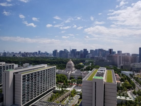 The Capitol Hotel Tokyu: View from 27th foor Library Lounge (club floor)