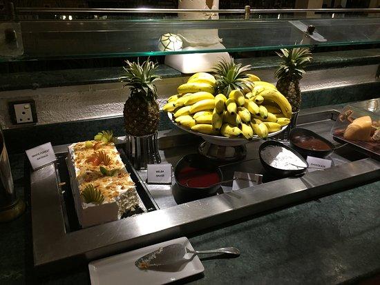 Pavilions Restaurant: 自助餐