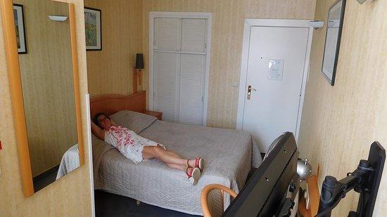 Hotel a la Grande Cloche: cosy propre, juste pour dormir après avoir fait la fête dans le centre, literie excellente
