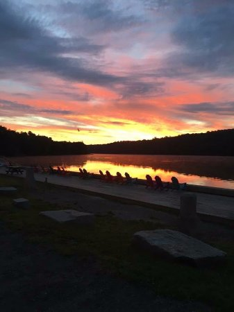 Hallowell, Μέιν: Very beautiful lake side picnic place for all, walking, biking, enjoying sunset in Maine state,