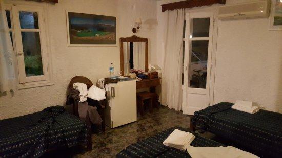 Porto Perissa Hotel : 20170620_232728_large.jpg