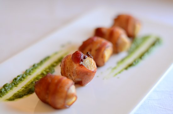 Palais de Mahe : Bacon Wrapped chicken with basil pesto
