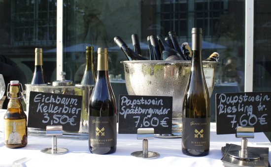 Restaurant C Five: Genießen Sie nach der Päpste-Ausstellung unser eigens kreiertes Menü sowie ausgewählte Weine
