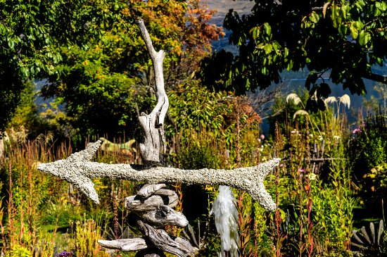 Mount Creighton, New Zealand: Guide for garden tour
