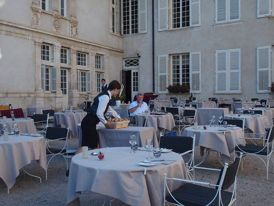 Filet de volaille fermi re de l 39 ain farci et r ti mousseline fa on - Restaurant chateau de pizay ...