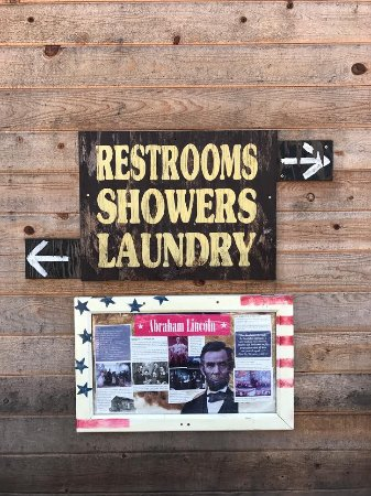 Shingletown, CA: The campground has a lot of very patriotic decor.