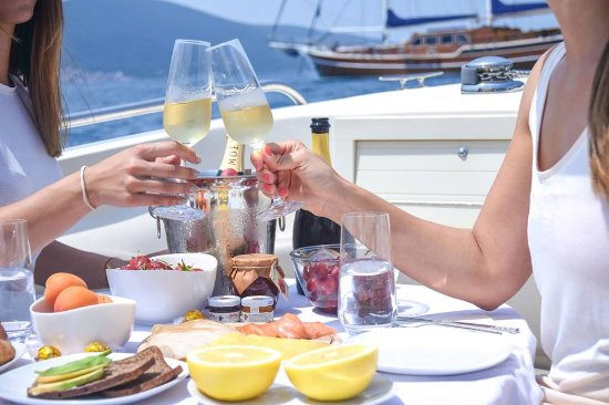 Tivat Municipality, Montenegro: Cheers to the first day of summer! Make your day on the boat with MWT! 🥂🍾