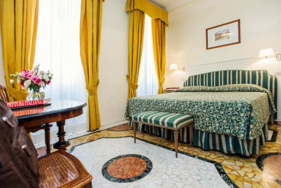 Hotel Fontanella Borghese: This is our classic double room with marble floor