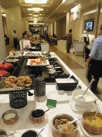 Excellent The Buffet Setup Picture Of Cascade Hyderabad Tripadvisor Interior Design Ideas Gentotryabchikinfo