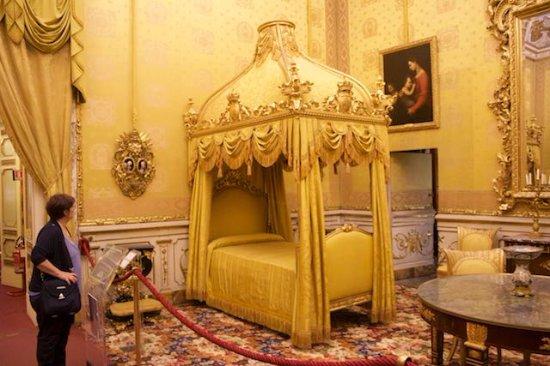 La camera da letto della regina picture of galleria - Descrizione della camera da letto ...