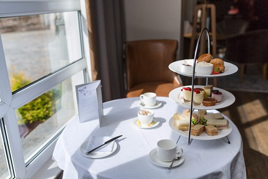 Macdonald Morlich Hotel at Macdonald Aviemore Resort: Afternoon Tea in the Morlich Lounge
