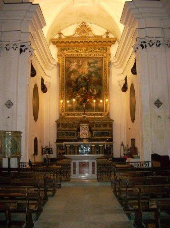 Salemi, Italy: Navata e altare