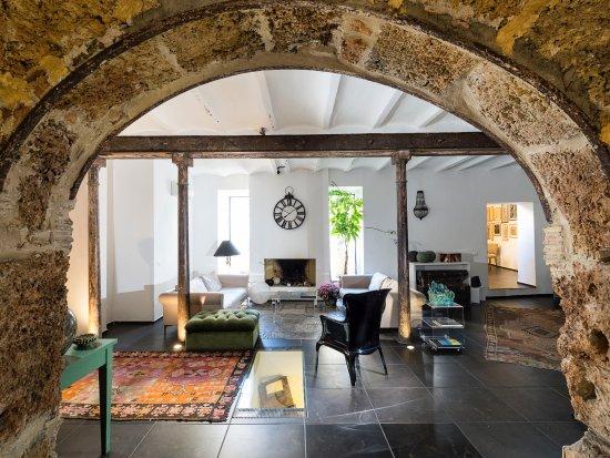 Il Giardino di Ballaro: Archi in pietra del 1500, appartenenti alla struttura originaria (scuderie di Palazzo Conte Fede