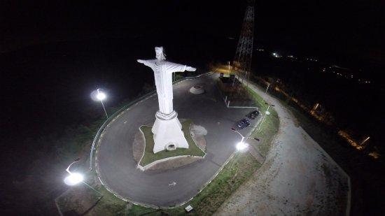 Caieiras: Foto noturna do Cristo