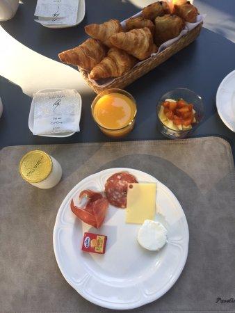 La Bastide de Boulbon: breakfast