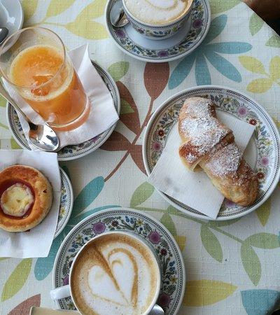 Gigi Bar : brioche buona, cappuccino NCS