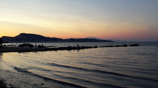 Eleana Hotel: Sunset down at the beach less than 10 minutes walk away...