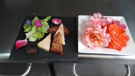Les Enfants Gat'Thes: assiette de foie gras et les toutes premières roses
