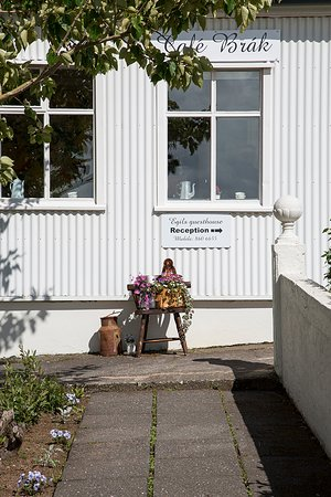 Borgarnes, IJsland: Outside the café.