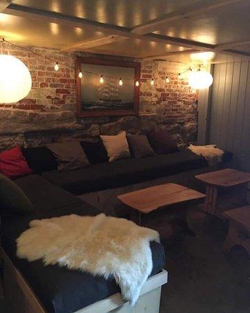 Bath, ME: Live Edge Lounge