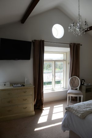 Tavistock, UK: Our Lovely Gala Room with Views over the Meadows & Tennis Courts