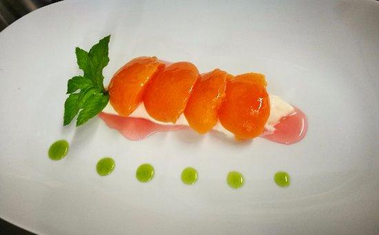 Lucardo, Italy: pesche sciroppate con crema di mascarpone al Pernod