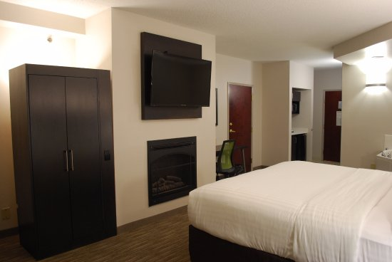 Holiday Inn Express Hotel & Suites Kingsport-Meadowview I-26: king bed with jacuzzi