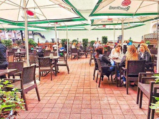 Pinokio Restaurant: ogródek