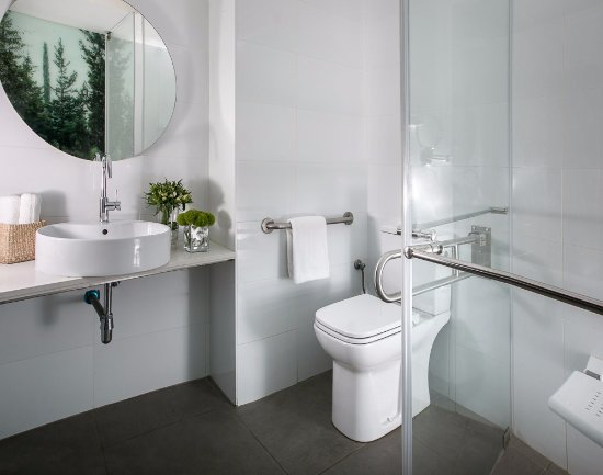 Hotel Yehuda : Accessible Room Bathroom
