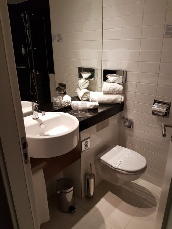 Holiday Inn Express Lisbon Alfragide Photo