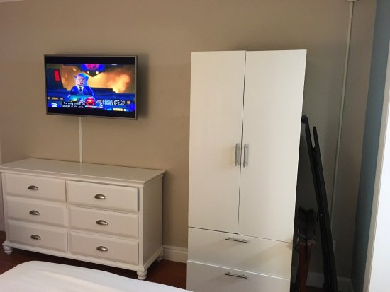 Americas Best Value Inn & Suites: This place has been totaled remodeled. It's beautiful.