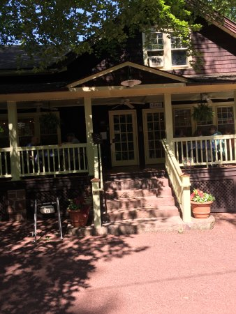 Porch and Pantry: Located in a beautiful woodsy setting, near some other tourists attractions
