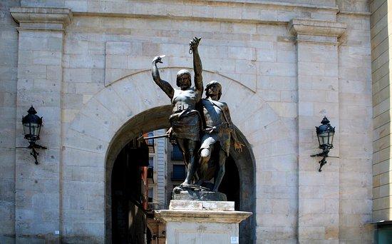 Estatua d'Indibil i Mandoni