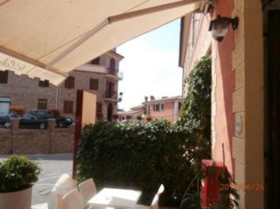 Mondavio, Italia: Entrance to the bar