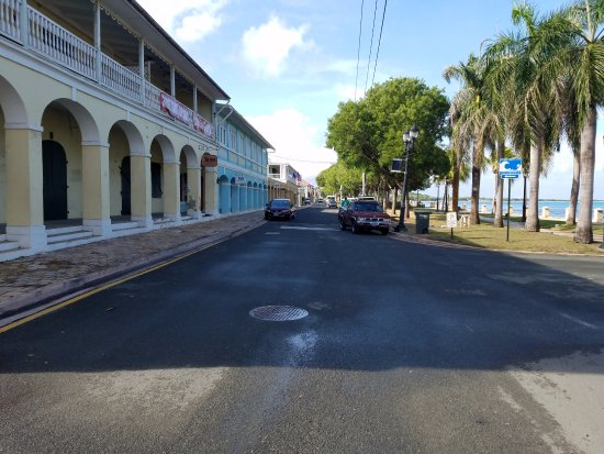 Frederiksted : Main street at 9am