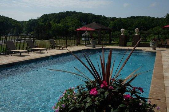Pool - Picture of Chalet Inn & Suites, Centerport - Tripadvisor